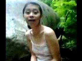 Indonesian bersanggama di sungai