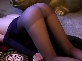 Sexy Sara is Strangled during Pantyhose Yoga